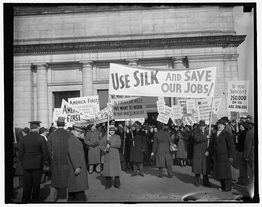 Protest silk boycott. Washington, D.C., Jan. 28. Members of the American Federation of Hosiery Workers arriving today at Union Station today from they staged a parade to the White House as a protest against the boycott of Japanese silk. The women, three hundred strong, carried banners exhorting women to continue to wear silk hose and thus save the jobs of thousands of hosiery workers, 1/28/38