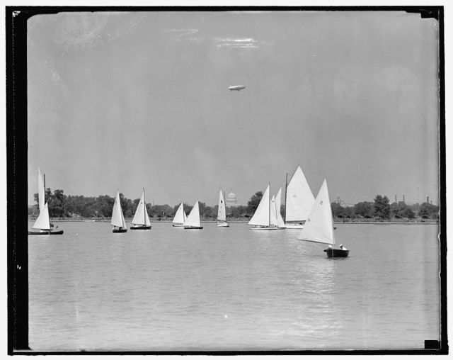 Sailboat races get under way on Potomac. Washington, D.C., Sept. 18. As a prelude to the major boat races in President's Cup Regatta scheduled for next Saturday, The Comets, Snipes, Moths and other type windjammers sailed the breezy Potomac today to compete for the much-coveted cups. President viewed the races from the yacht Potomac. 9/18/37