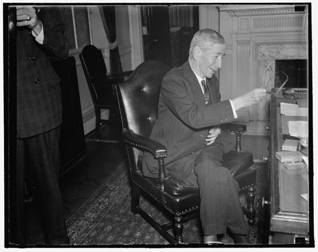 Secretary of Navy. Washington, D.C., Oct. 15. Fully recovered from his serious illness of last year, Secretary of the Navy Claude A. Swanson seems to be in the best of health again. This informal picture was made shortly after the Secretary presented a medal to Rear Admiral Richard E. Byrd today. 10/15/37