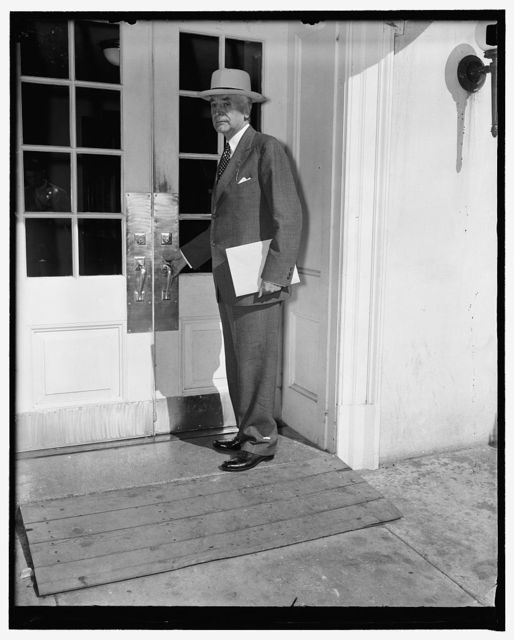 Secretary of State at the White House. Washington, D.C., Aug. 19. Secretary of State Cordell Hull is frequently a caller at the White House these days in order to keep the president informed of the China-Japan war situation