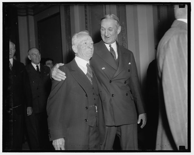 Senate veterans. Washington, D.C., Jan. 6. Senator Carter Glass, of Virginia, and Senator William Gibbs McAdoo of California, pictured as they walked from the Senate chamber to the House to hear President Roosevelt address the joint session