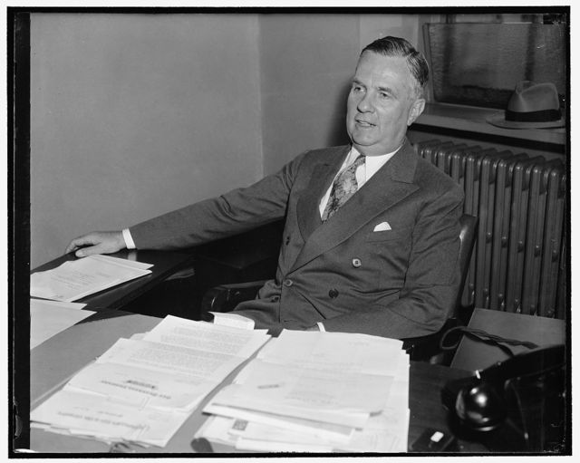 Special assistant to Secretary of Commerce. Washington, D.C., May 22. A new informal picture of Edward J. Noble, special assistant to Secretary of Commerce Harry Hopkins