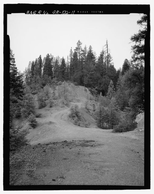 Steamboat Mine, Southeast slope of Steamboat Mountain, west of the junction of Forest Service Roads 1000300 and 1000365, Jacksonville, Jackson County, OR