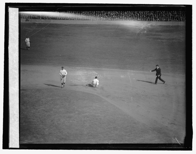 Traynor forced at 2nd base 2nd inn., 10/11/25