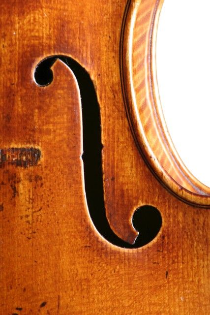 [ Vuillaume violin : right f-hole]
