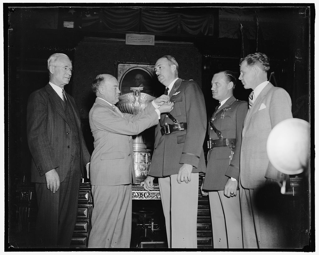 War Secretary presents Army Flyers with Mackay Trophy. Washington, D.C., Oct. 14. As a reward for their development and demonstration of the original automatic landing device for aircraft, Captains Carl J. Crane and George V. Holloman, U.S. Army Air Corps, were today presented with the MacKay trophy for 1937 by Secretary of War Harry H. Woodring. Gold medals, emblematic of the trophy were presented the Flyers at the same time. Left to right: Charles F. Horner, Chairman of the National Aeronautic Association; Secretary Woodring, Capt. Carl J. Crane, and Capt. George V. Holloman, 10/14/38