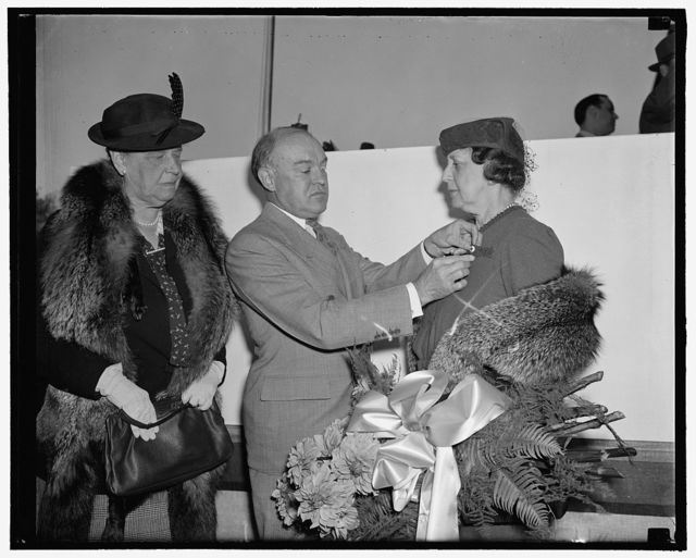 Wife of Secretary of State first to enroll in Red Cross for 1939. Washington, D.C., Sept. 26. To Mrs.Cordell Hull, wife of the Secretary of State, went the honor today of becoming the first official Red Cross member in the nation during the roll call for 1939. Her membership was immediately flown to roll call headquarters by an army signal corps carrier pigeon. Secretary of War Harry H. Woodring is pictured enrolling Mrs. Hull while on the left is Miss Mabel Boardman, Secretary of the American Red Cross, 9/26/38