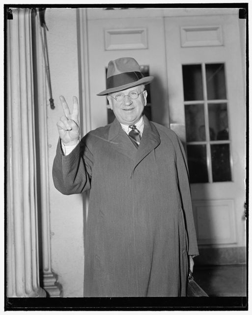 WPA Administrator indicates time left to decide on entering Chicago Mayoralty race. Washington, D.C., Dec. 9. Leaving the White House today after a conference with President Roosevelt, Secretary of Interior Harold Ickes indicates with his fingers that he has two days left in which to decide whether he will run for Mayor of Chicago on the Liberal Coalition ticket, 12/9/38