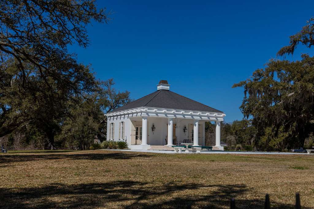Beachfront carriage house in the Mississippi Gulf Coast city of Bay St. Louis