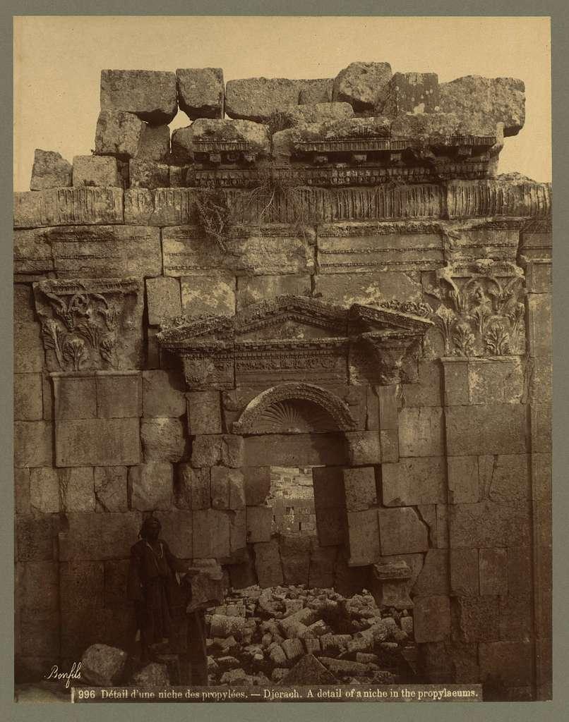 Détail d'une niche des propylées.--Djerach A detail of a niche in the propylaeums / / Bonfils.