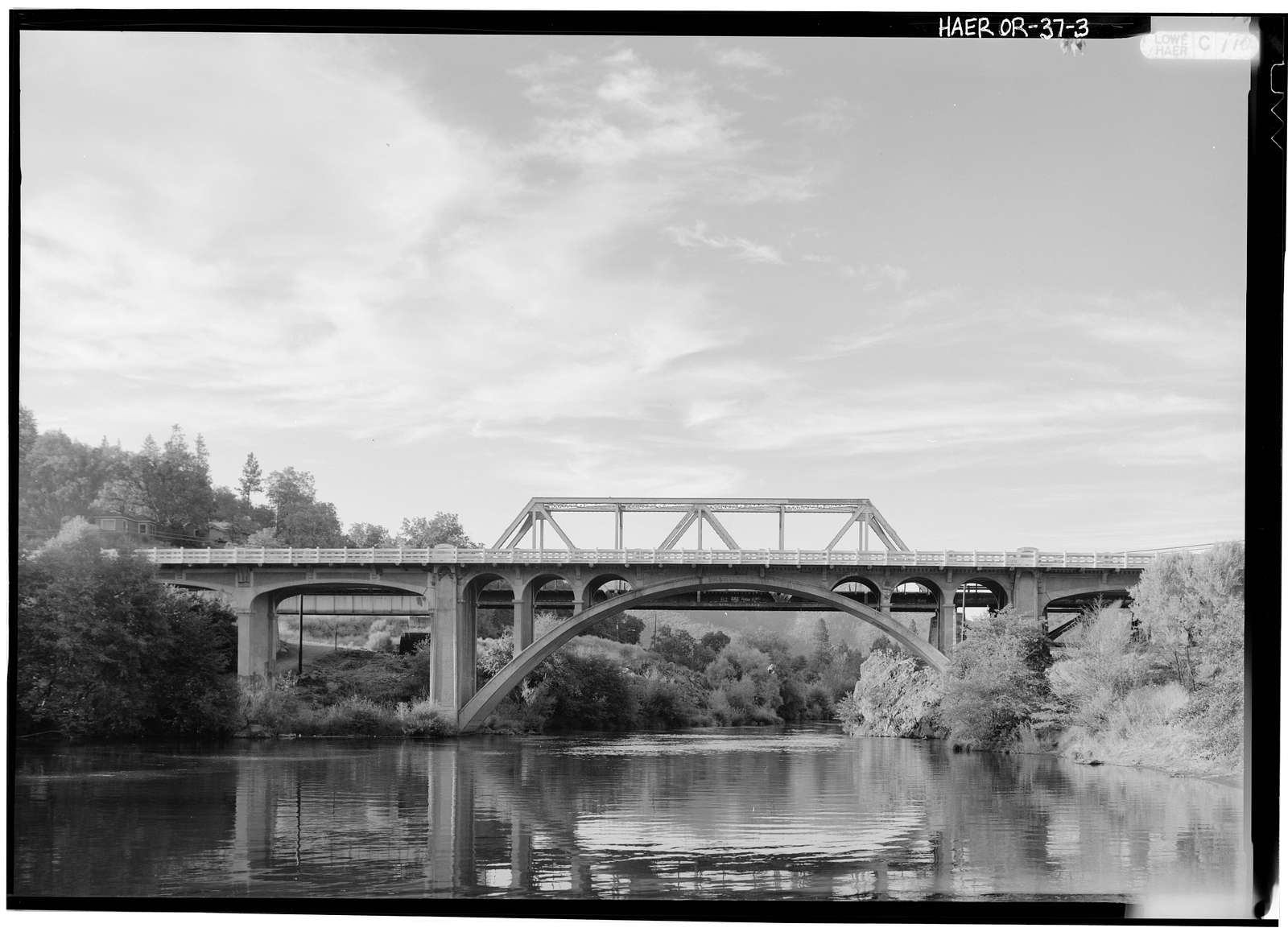 Gold Hill Bridge, Spans Rogue River at Oregon Route 234, Gold Hill, Jackson County, OR