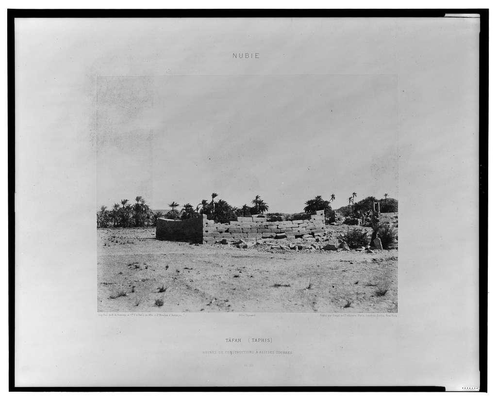 Tâfah (Taphis) - ruines de constructions à assises courbes / Félix Teynard.