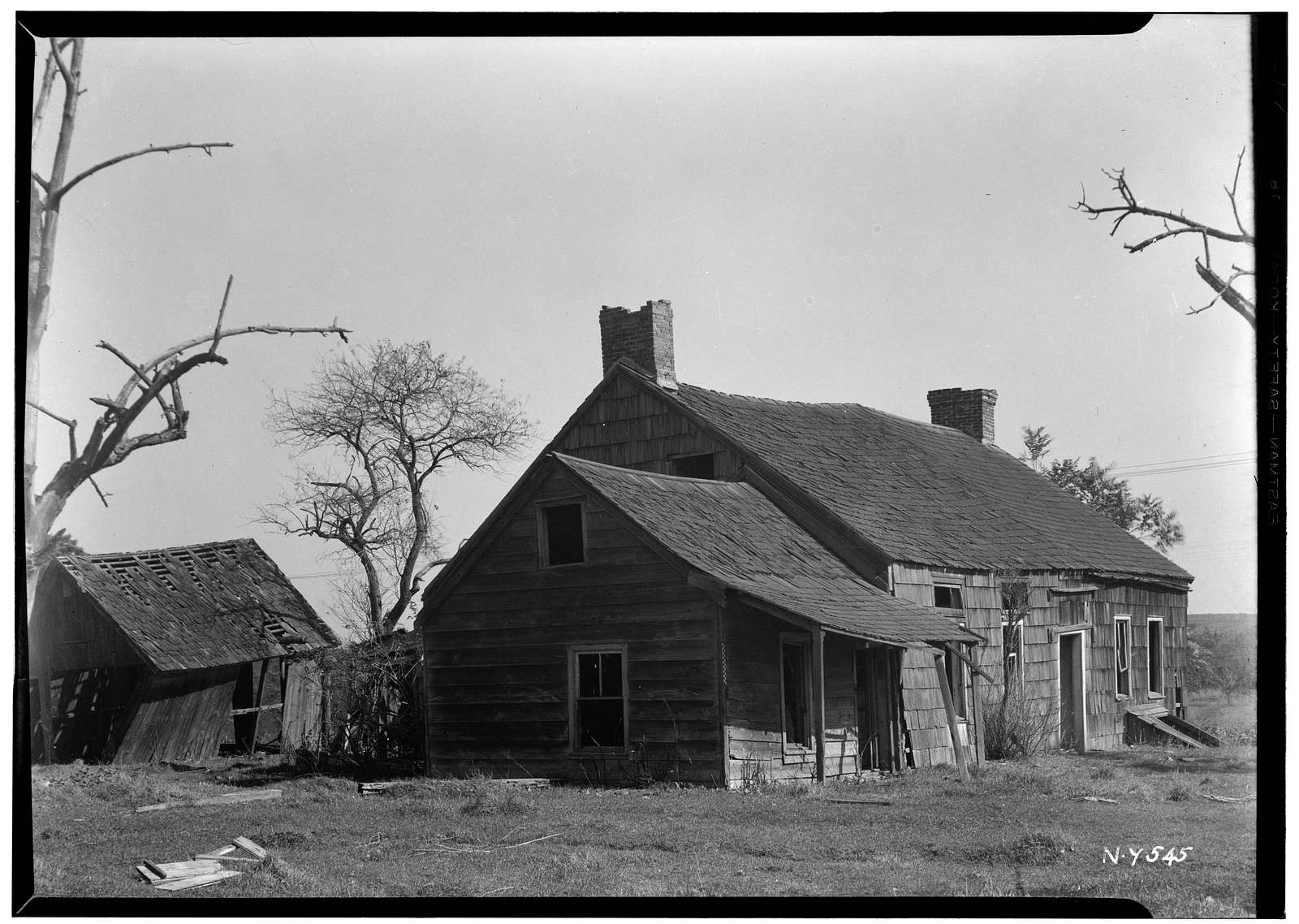 Isaac Smith Farmhouse, Upper Hollow & Pine Lawn Roads, Melville, Suffolk County, NY