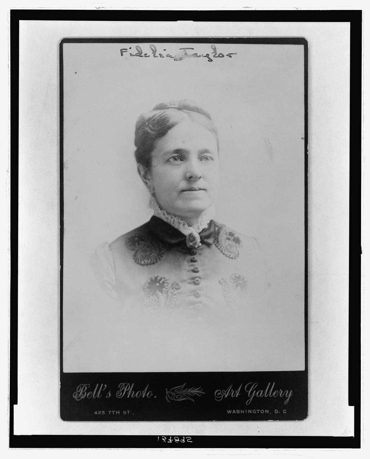 [Fidelia Taylor, bust portrait, facing slightly right] / Bell's Photo. Art Gallery.