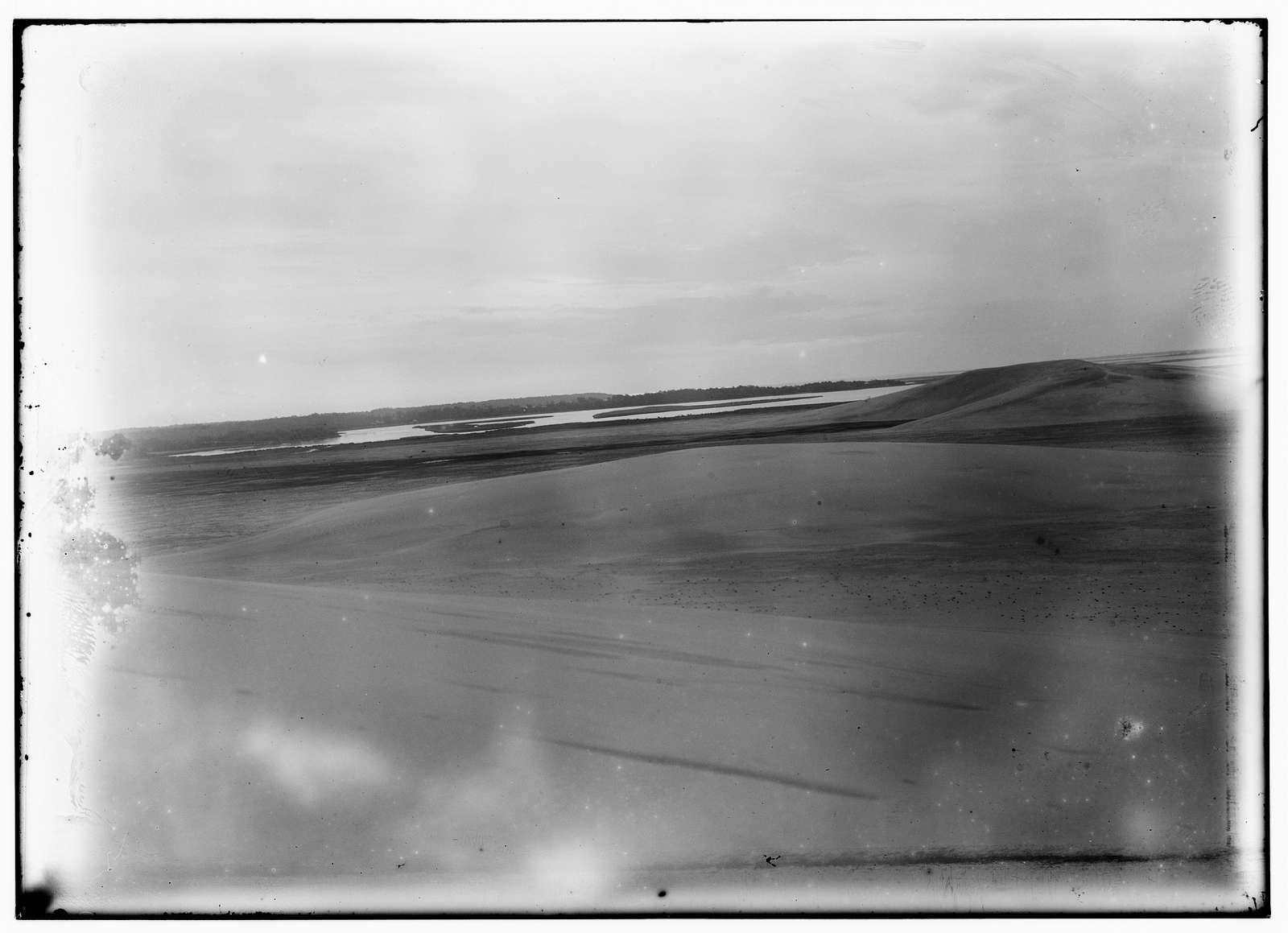 [Long-range view of the Wright brothers' camp and Kitty Hawk Bay]