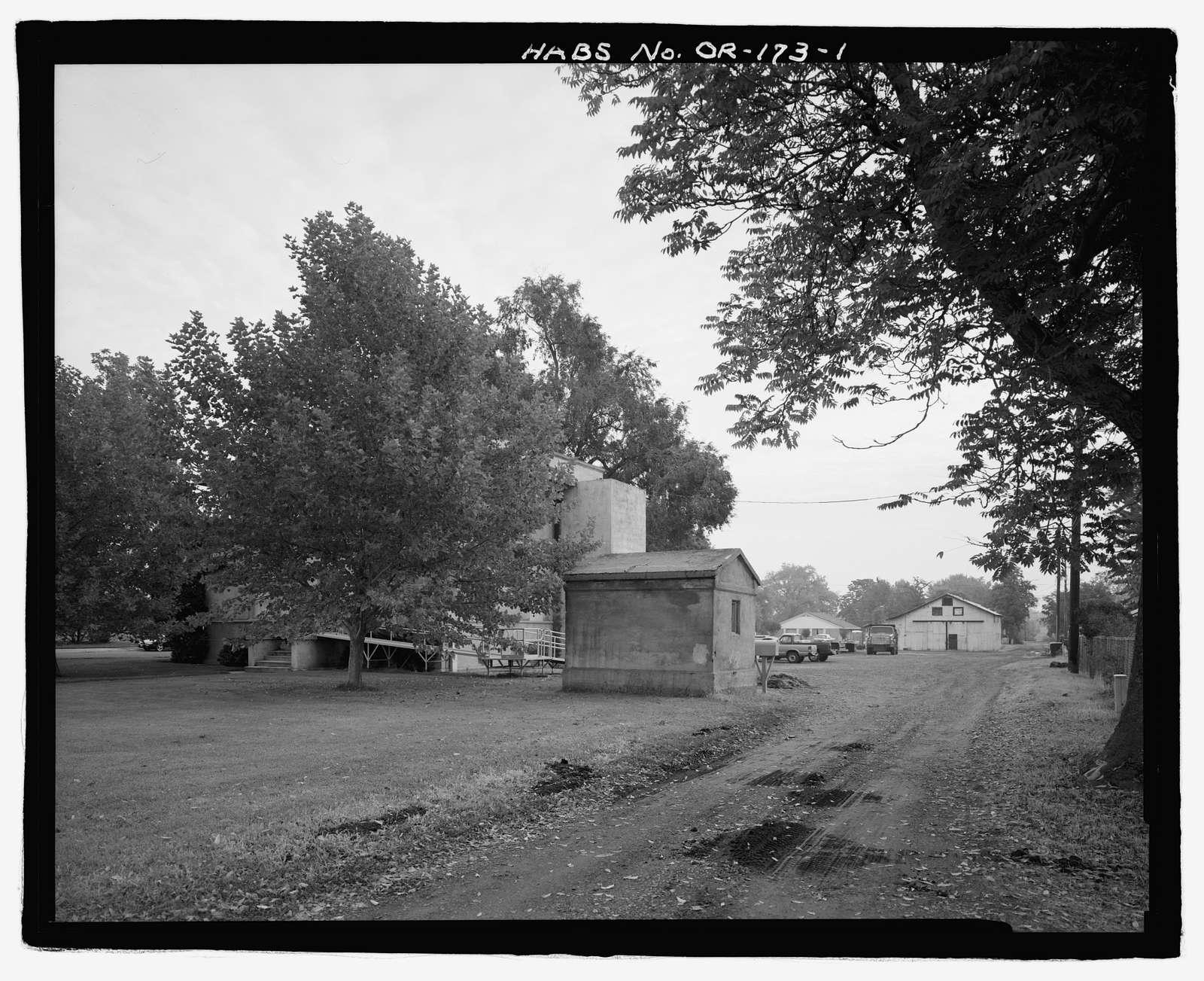Former Umatilla Project Headquarters Buildings, Hermiston, Umatilla County, OR