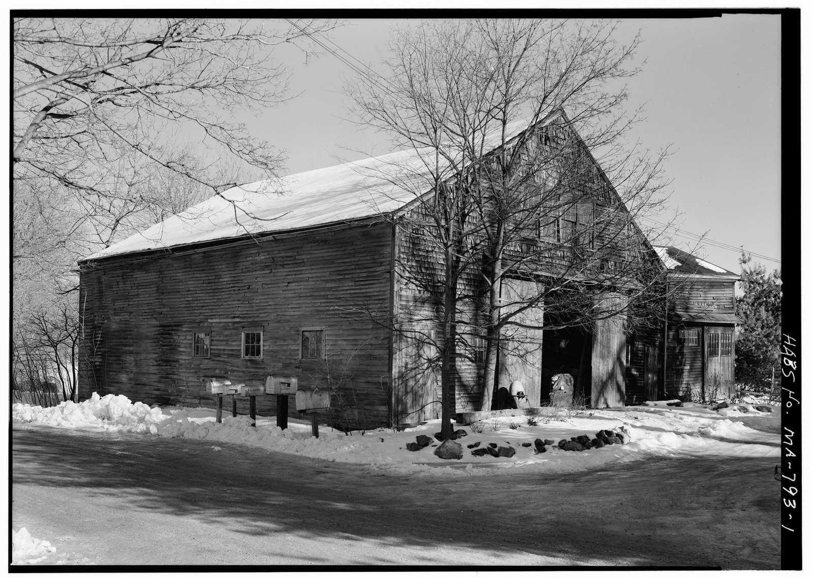 Knowles Barn, Old Concord Road, Lincoln, Middlesex County, MA