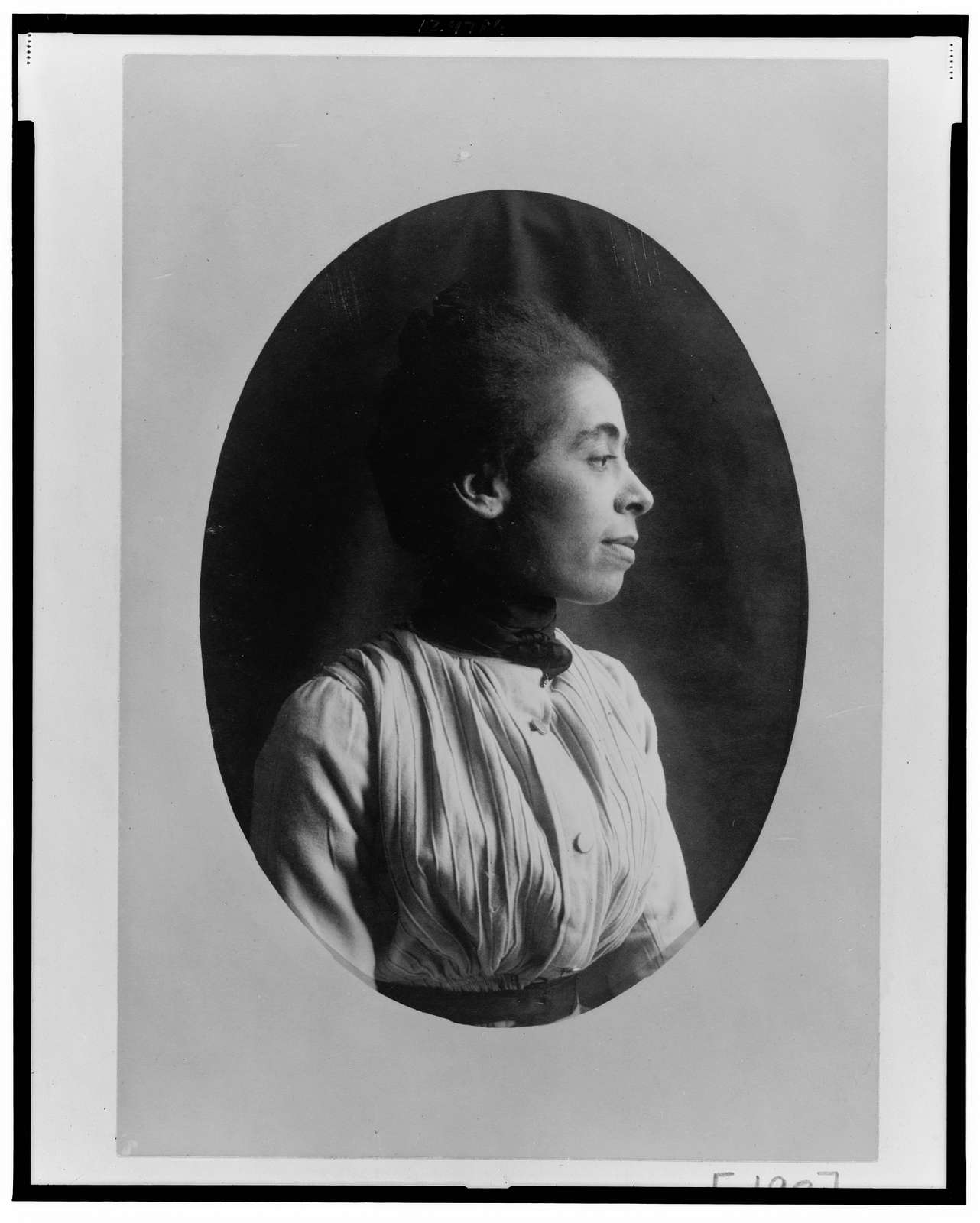 [African American woman, half-length portrait, right profile]