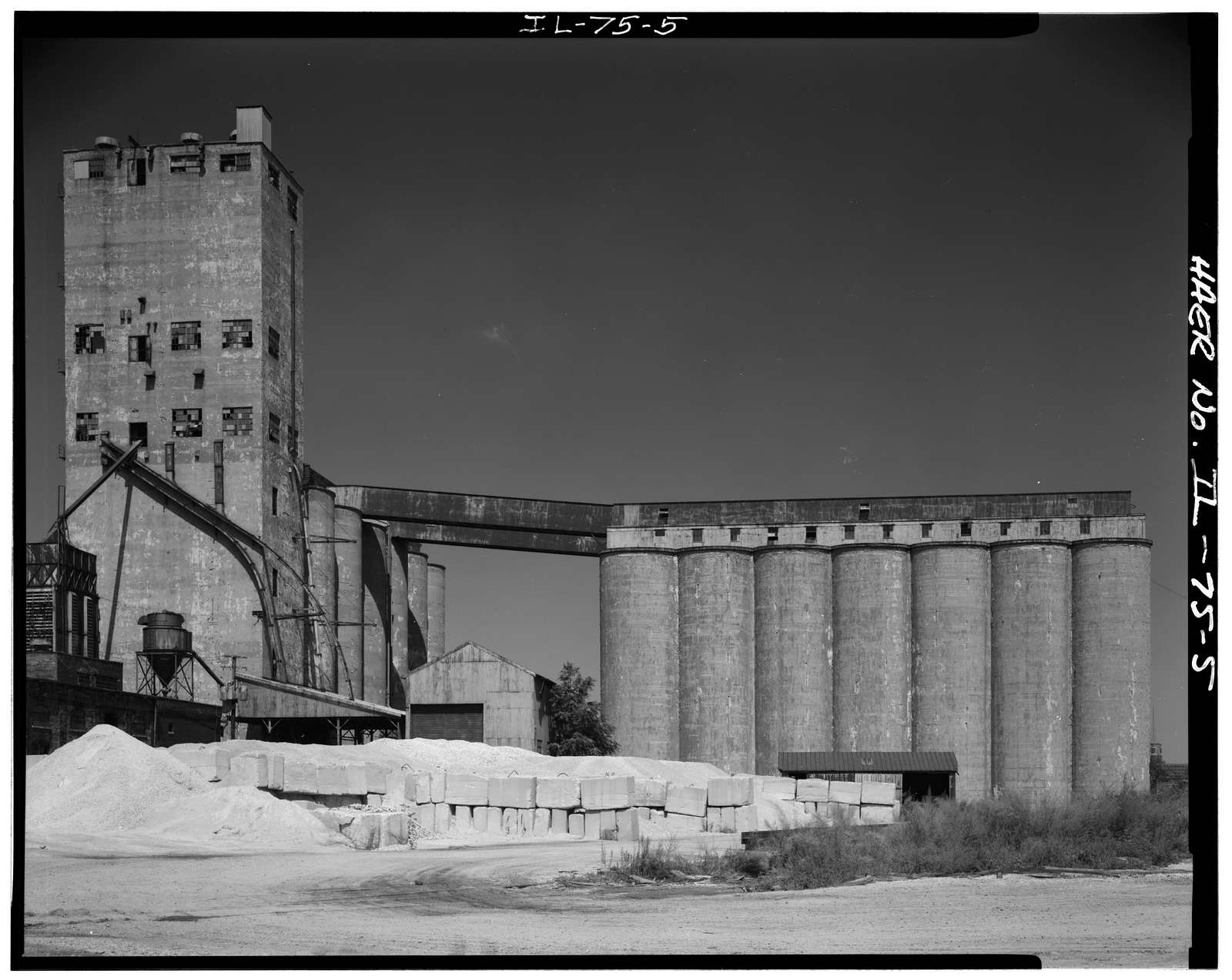 Santa Fe Railroad, Grain Elevator, On Atchison, Topeka & Santa Fe Railroad slip, South side of sanitary & ship canal, Chicago, Cook County, IL