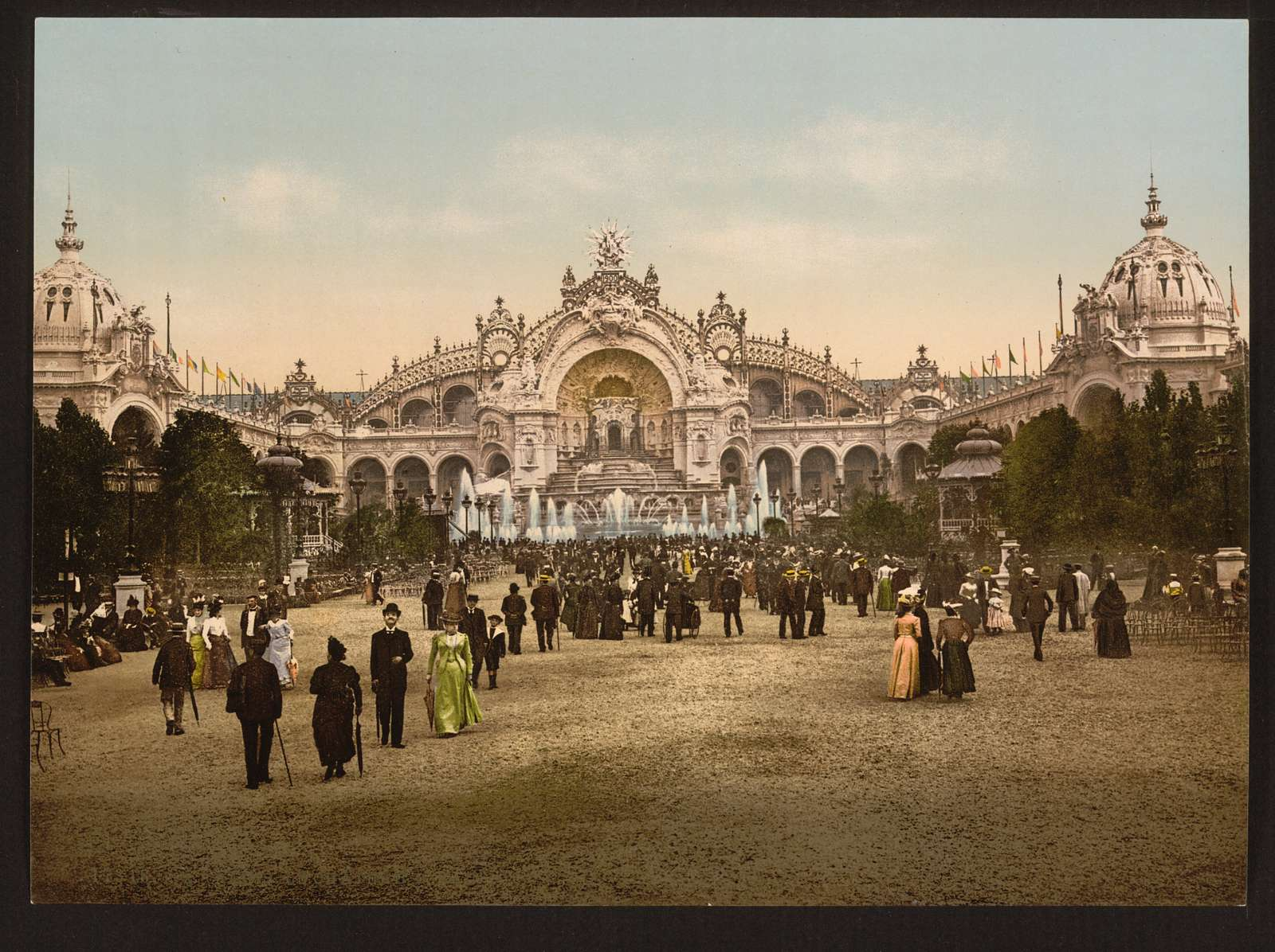 [Le Chateau d'eau and plaza, with Palace of Electricity, Exposition Universelle, 1900, Paris, France]