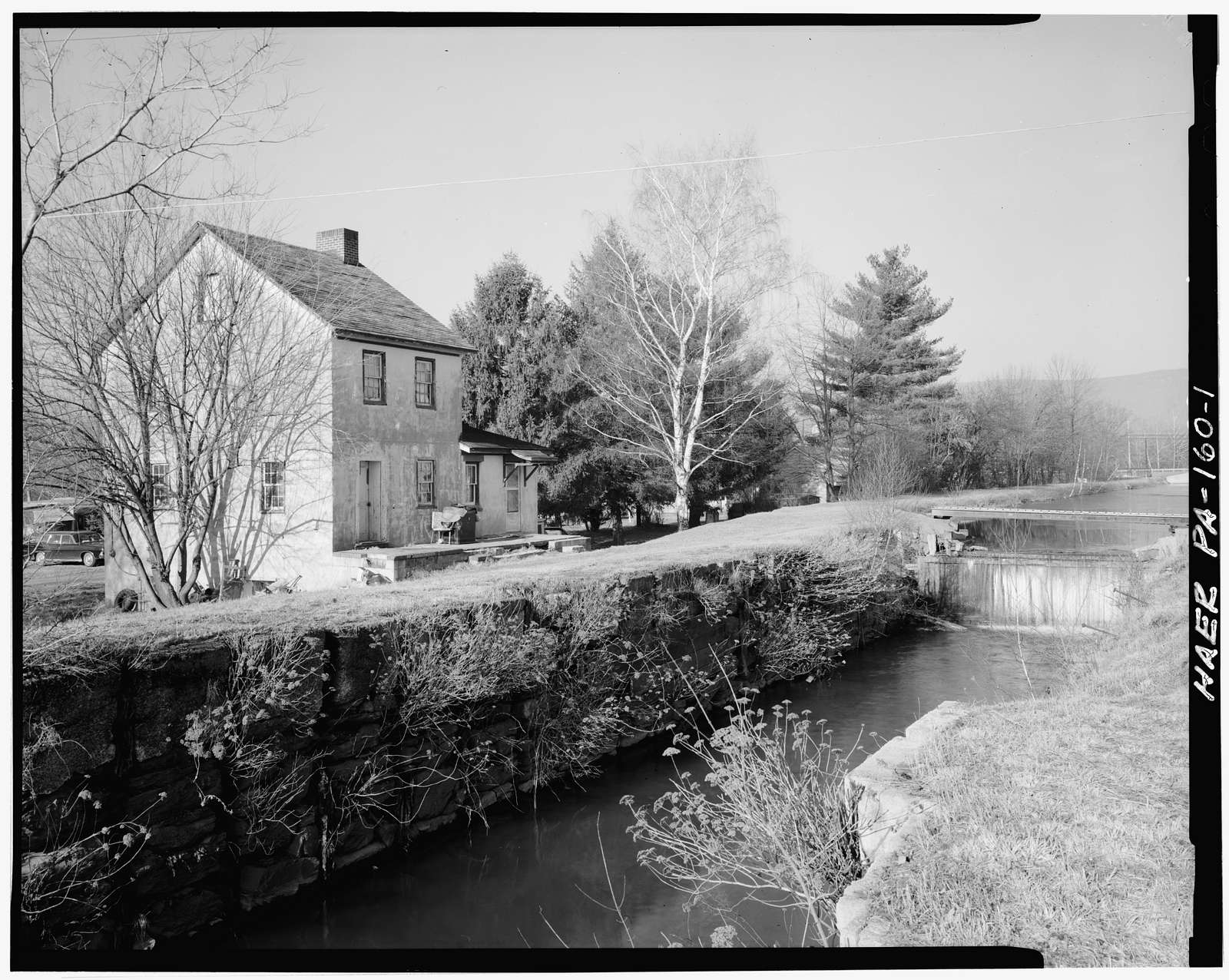 Lehigh Canal, Lock 25, 800 feet south of Walnutport-Slatington Bridge, Walnutport, Northampton County, PA