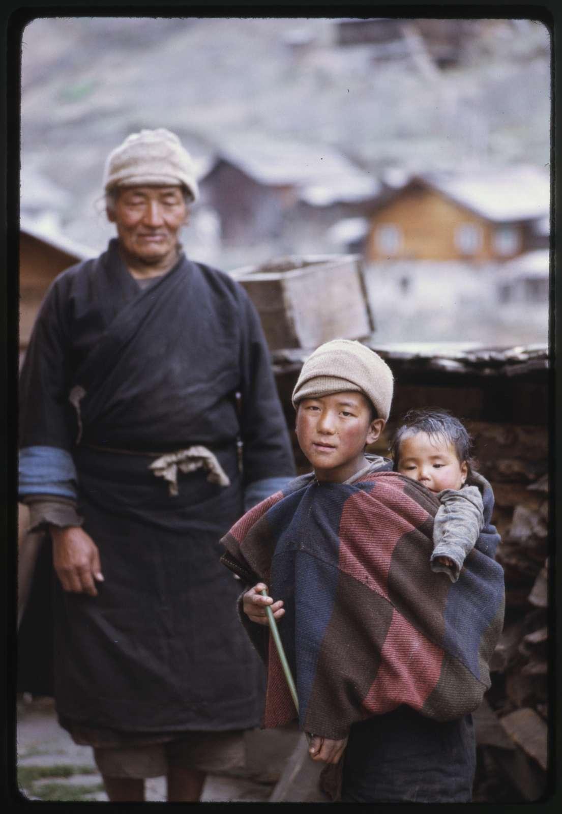 Headman Pipon and Jorbu children