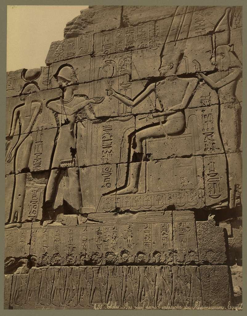 Thèbes. Bas-relief dans l'interieur du Rhamesséion. Egypte / Bonfils.