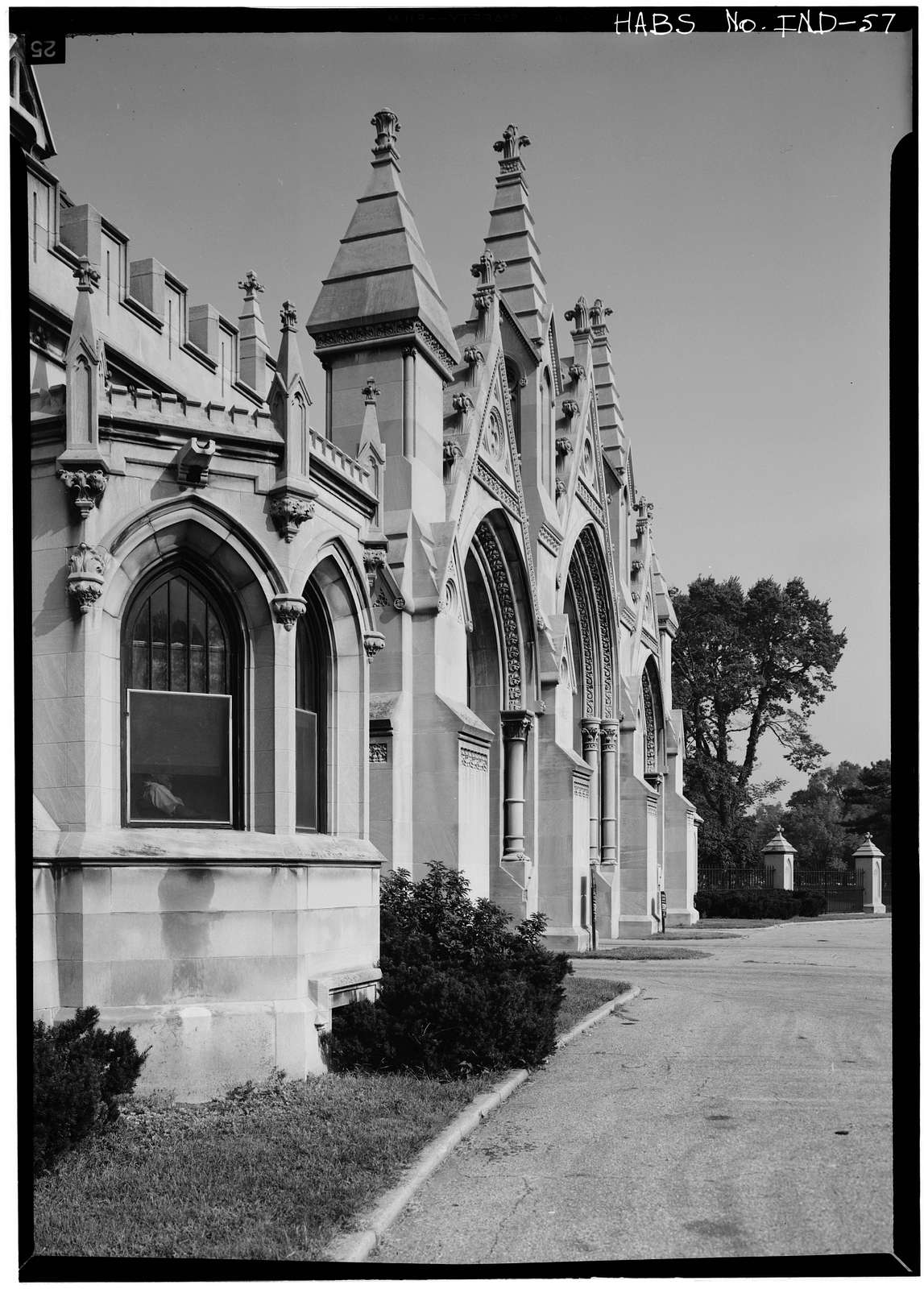 Crown Hill Cemetery, Gateway, 3402 Boulevard Place, Indianapolis, Marion County, IN
