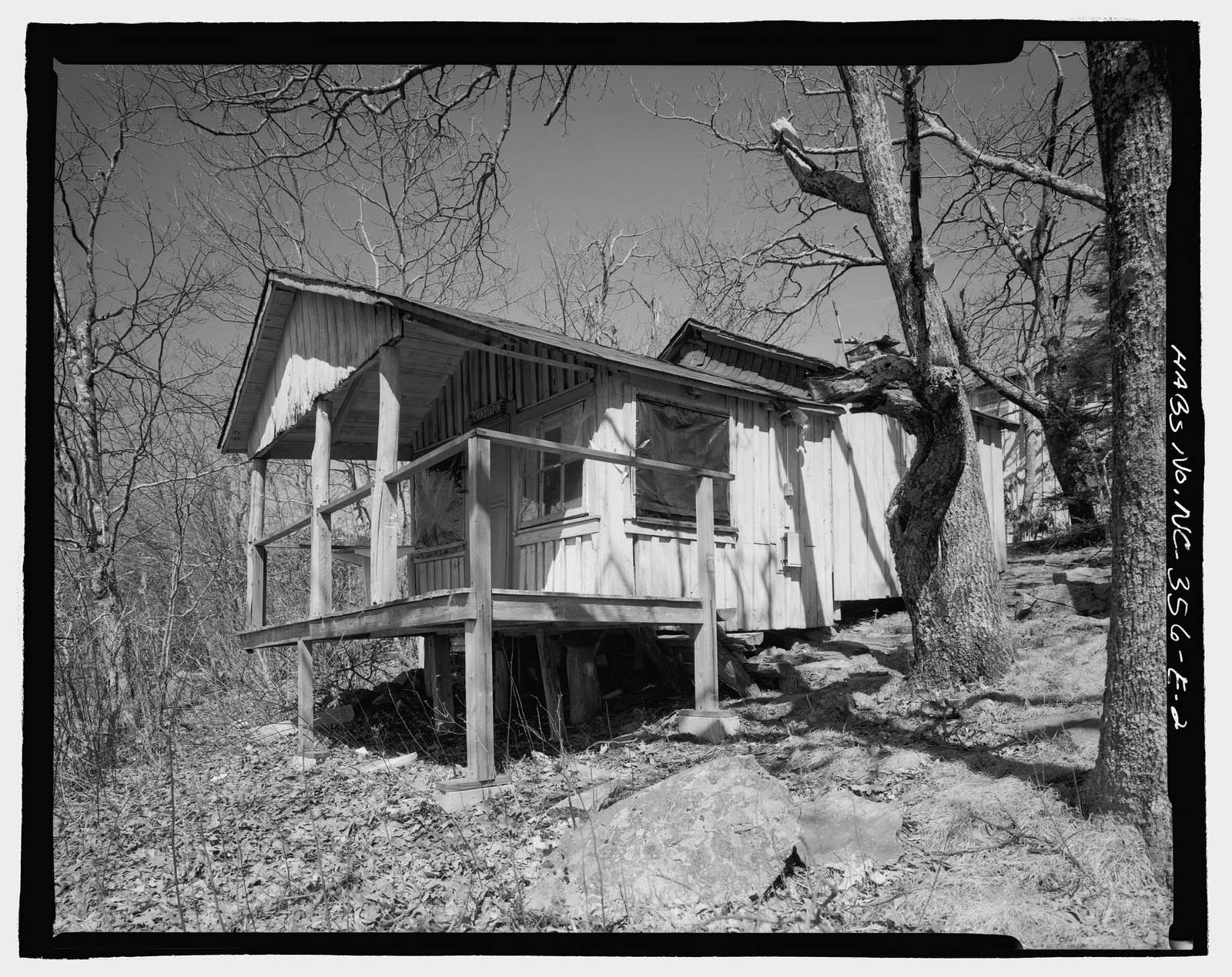Pisgah National Forest Inn, Chinquapin Cabin, Blue Ridge Parkway Milepost 408.6, Asheville, Buncombe County, NC