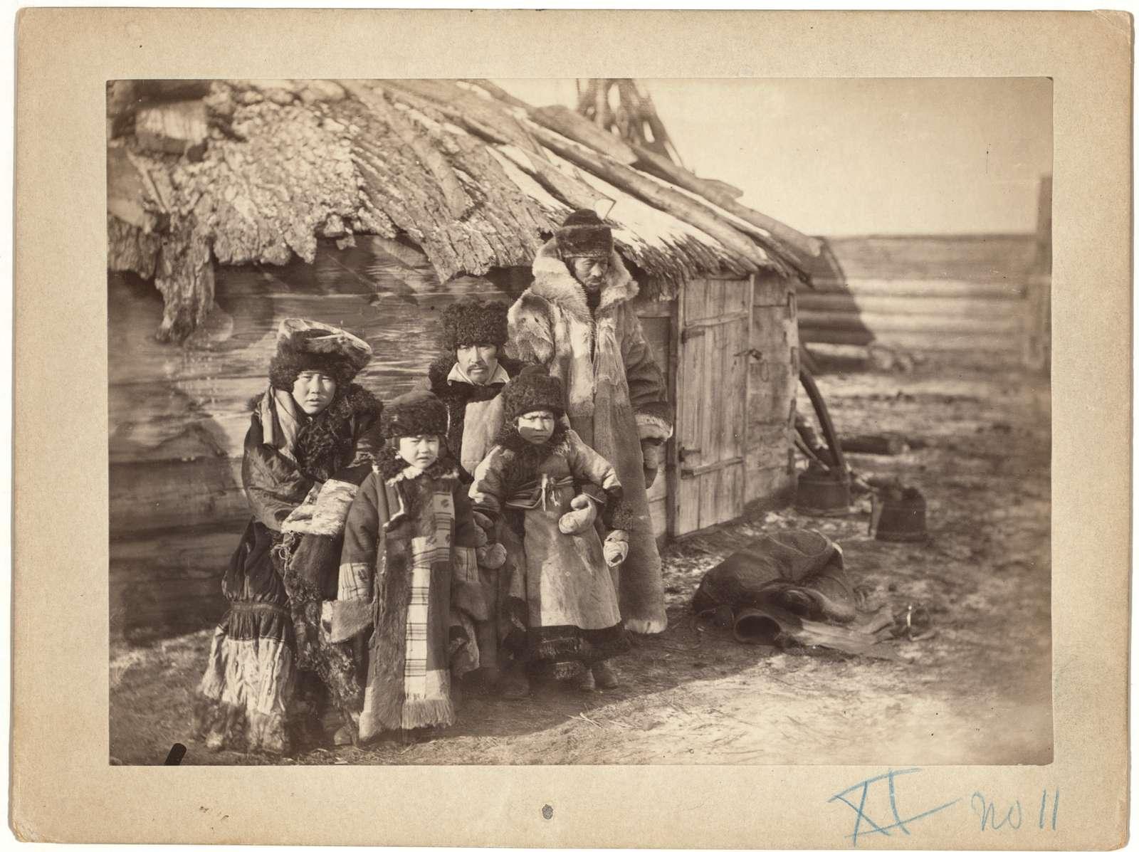 Group of Tartars [i.e., Tatars] at small village near Minisinsk [i.e, Minusinsk]