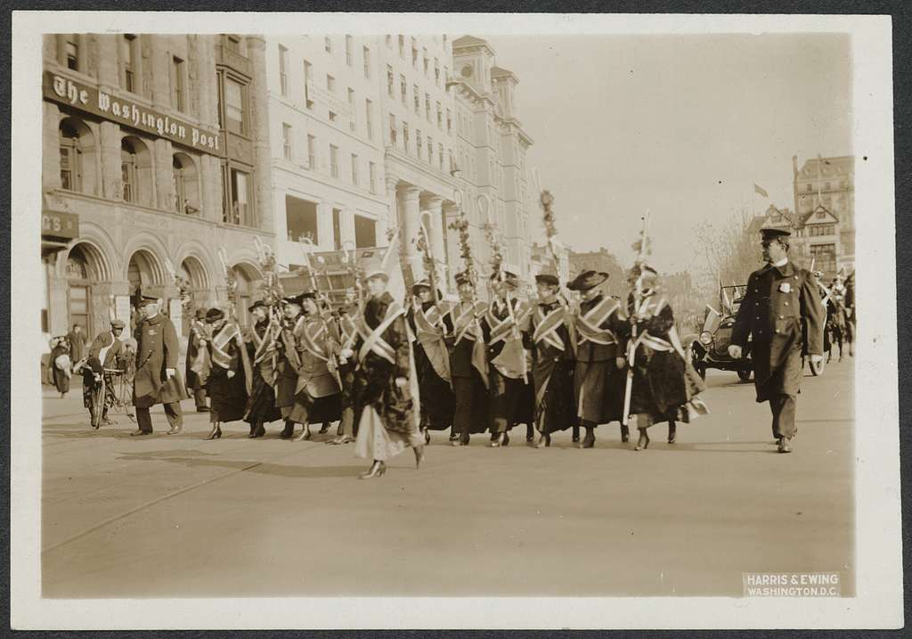 [Women marching in national suffrage demonstration in Washington, D.C., May 9, 1914.]
