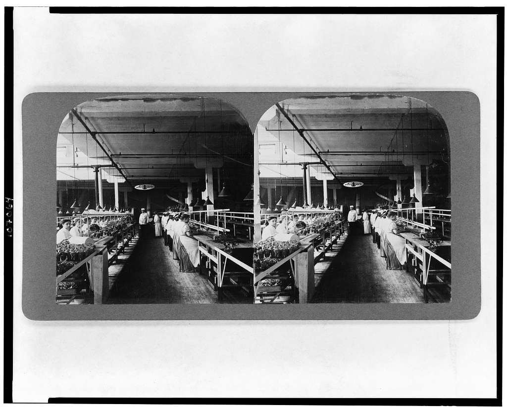 Packing sliced bacon in glass jars, Armours, Union Stock Yards, Chicago, U.S.A.