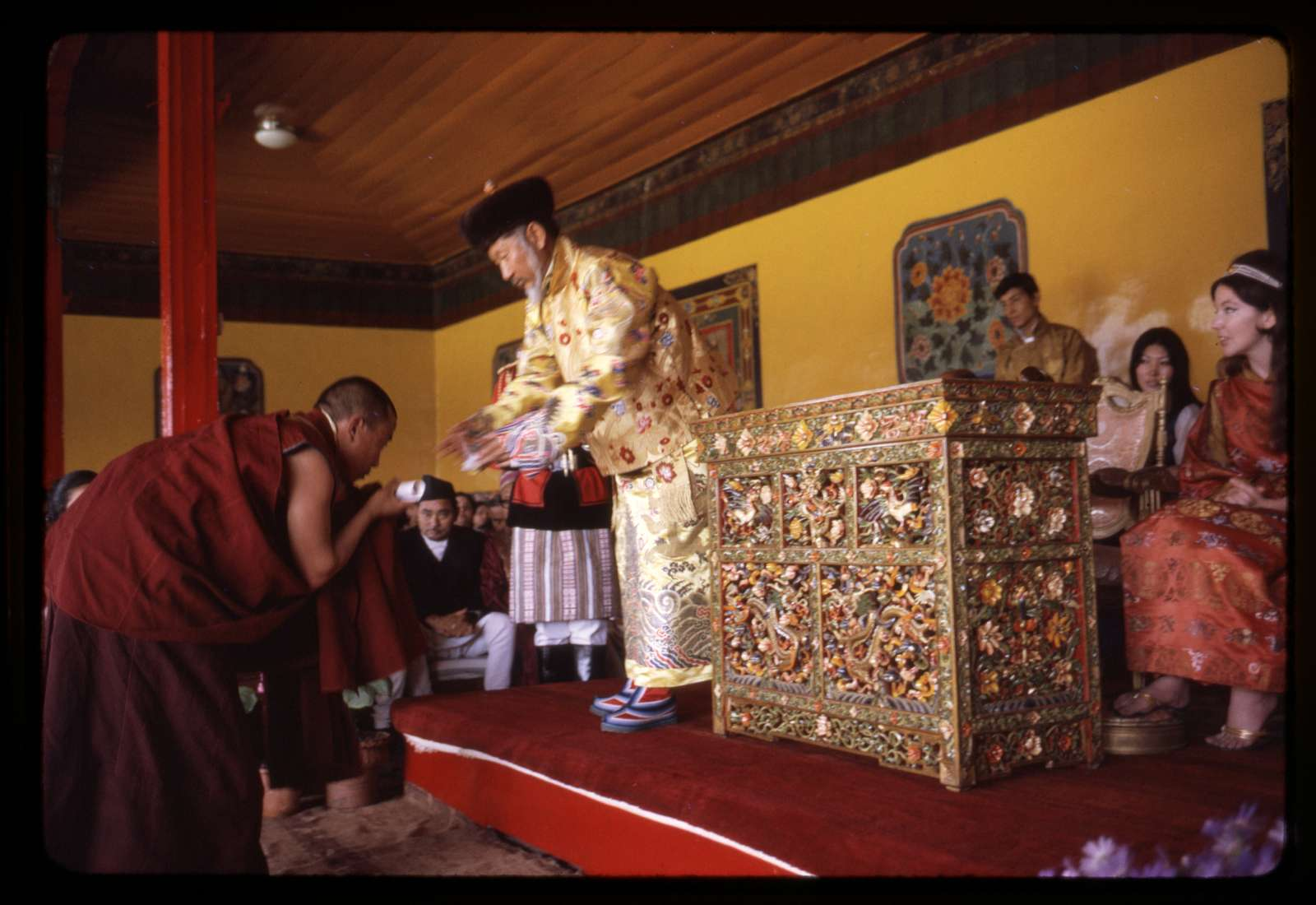 King awards prizes, Sikkim