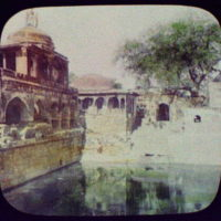 Delhi - Palace of the Moguls - pool built and blessed by the Saint Niguam-Di; 3 diving boys atop dome at left