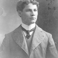 [Theodore Hardeen, half-length portrait, facing right, at the age of twenty-one]