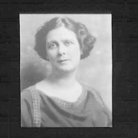 Portrait photograph of Isadora Duncan