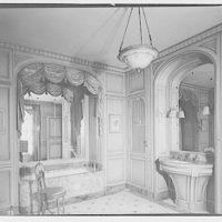 Baker estate. Bathroom in Baker house