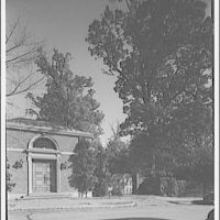 Dumbarton Oaks. Gate to Dumbarton Oaks on R St. N.W.