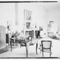 Miscellaneous interiors. Living room, to fireplace and screen