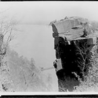 """[Houd ini clinging to edge of cliff in scene from """"The man from beyond""""]"""