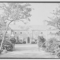 Edwin Gould, residence in Oyster Bay, Long Island. Axis view of entrance facade