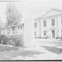 Mrs. William E. Clow, Jr., residence in Lake Forest, Illinois. Entrance court I