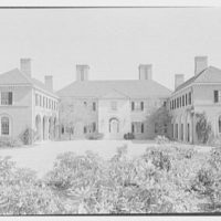 Howard Phipps, residence in Westbury, Long Island. Entrance facade, general axis view