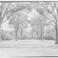 """Mrs. Evelyn Marshall Field, residence in Syosset, Long Island. House and forecourt 5"""" lens"""