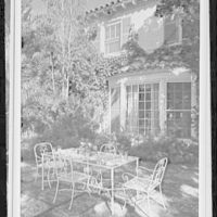 Palm Beach residence. Robert D. Huntington, residence on Travellers Way, patio table and bay window