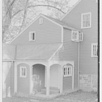 Mrs. Archer H. Brown, residence on Fairfield Ave., Greenwich, Connecticut. Entrance detail