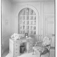 Edwin J. Beinecke, residence on Cliffdale Rd., Greenwich, Connecticut. Chintz room, to desk