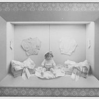 Regal Knitting Co., 1333 Broadway, New York City. Show case, in sales room