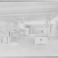 Hoffmann-LaRoche Inc., Nutley, New Jersey. Tablet granulating