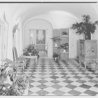 Mr. and Mrs. Theron Catlin, residence at 41 W. Brentmoor Park, Saint Louis, Missouri. Main hall